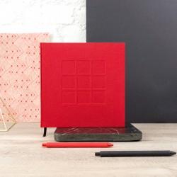 LDO003 - Livre d'or M&P sur-mesure - Couverture tout toile rouge avec gaufrage du sigle de la galerie - Signet noir