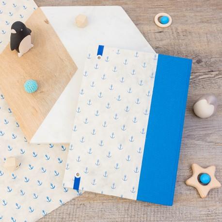 PCDS004 - Couverture demi toile Bleu Roi et papier de création aux ancres bleu.
