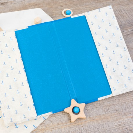 PCDS004 - L'intérieur du protège carnet est réalisé dans un papier uni couleur Bleu Roi.