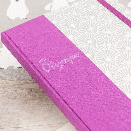 Carnet de notes - Olympe - Prénom gravé sur de la gomme et apposé sur la toile de couverture à l'encre argenté.