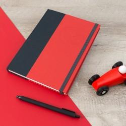 """Carnet de notes au format A5, sur-mesure pour des souvenirs de voyages en """"petite voiture rouge""""."""